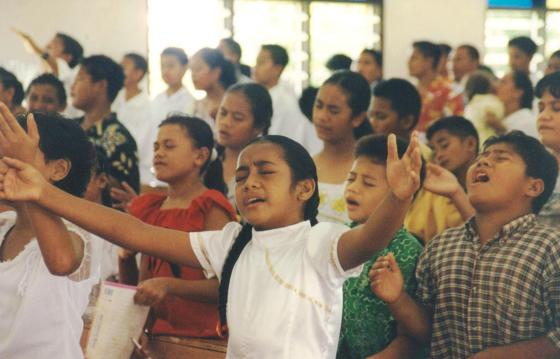 2004-11a_Children_Worshiping_in_Samoa